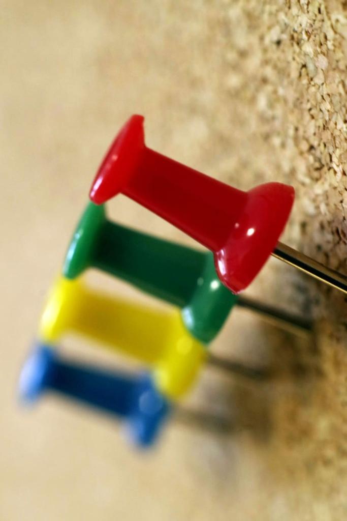 tacks-colorful-green-pin-board